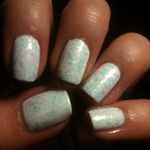 Hema French Manicure White Kinetics 105 Daisies and Paislies